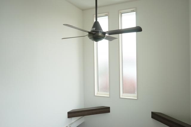 天井にシーリングファン