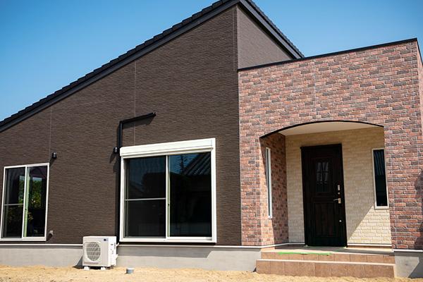 施設の様な開放感ある住宅。